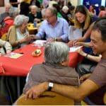 Repas partagé entre personnes isolées et bénévole