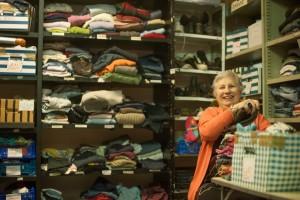 Les bénévoles de la SSVP organisent des collectes de vêtements.