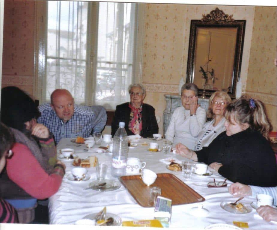 Repas entre bénévole et personne aidée par la SSVP de l'Allier