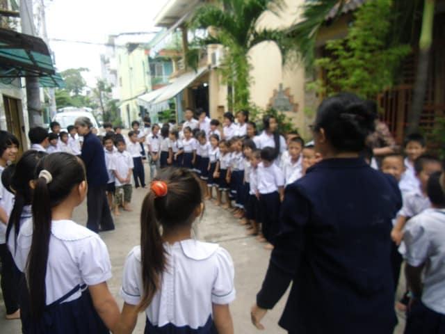 la ssvp aide à la construction d'une école au vietnam