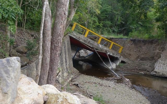 Pont détruit